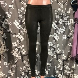 NWT HUE Ultra Suede Faux Python Leather Leggings